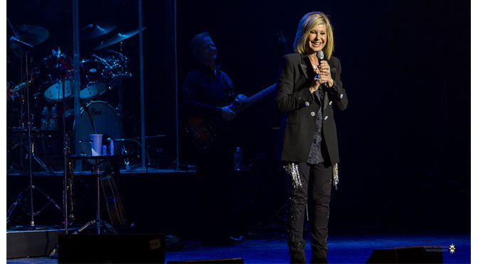 Olivia Newton-John lights up the stage in Easton – Photos by: John DelGrosso
