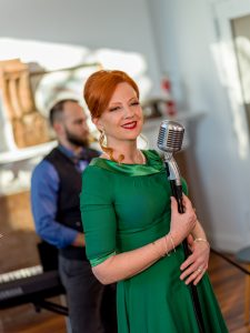 Ginger and the Schnappes, a jazz vocal band, will entertain during the cocktail hour.